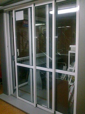 Двери алюминиевые производство