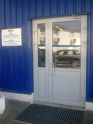 Дверь Метро Кеш енд Керри Украина.