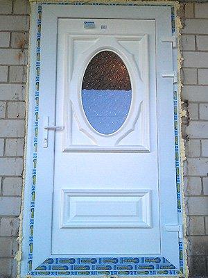 Двери с накоплением из сендвич панели