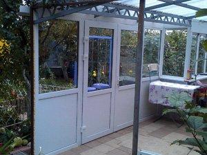 Веранда. Металлоконструкция. Поворотные двери. Раздвижные алюминиевые окна