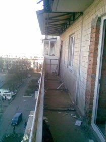 Установка новой ограждающей конструкции и  крыши. Наружная обшивка ограждения пластиковой вагонкой