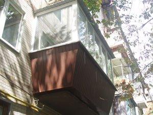 Шаг 2- наружная обшивка и пластиковые окна
